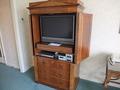 【スーペリアキングルーム / ガーデンビュー】テレビは家具の中にスッポリ収納