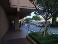 ホテルの入り口前