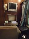 室内の椅子とテレビ 【A寝台ロイヤル】