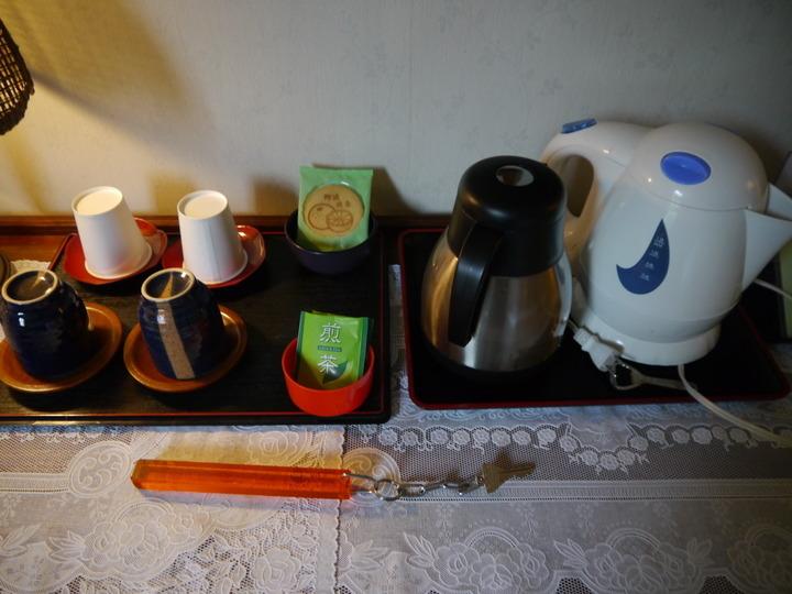 お茶セットとお菓子