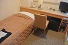 シングルルーム。狭い。