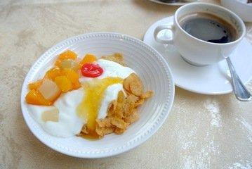【朝食】シリアルとヨーグルト