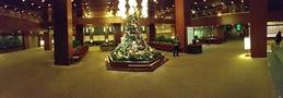 ロビーとクリスマスツリー