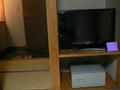 テレビと金庫と玄関。