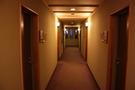 落ち着いた雰囲気の廊下です。