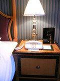 ベッド横照明とアラーム。