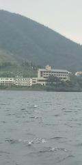 海からのホテル全景