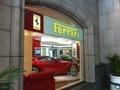 メインエントランス横に展示されているフェラーリ!