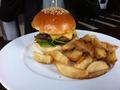 タワーズグリルのハンバーガー