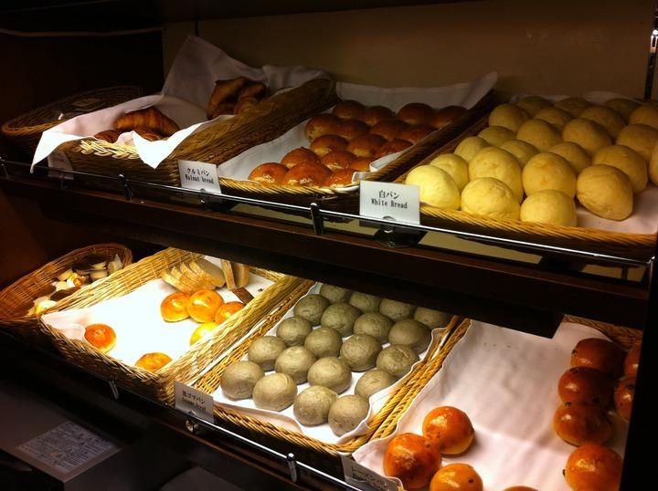 朝食ブッフェのル・カフェ、パンコーナー