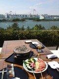 日本料理「さくら」のテラス席で炭火焼肉