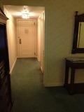 お部屋の廊下も長い(デラックスルーム)
