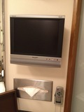 洗面台横に設置のミニテレビ