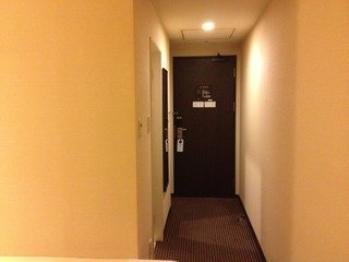 部屋のドアの感じ
