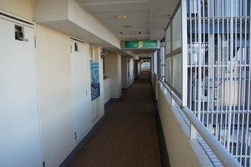 廊下は外廊下(冬は寒い)