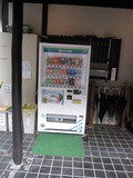 玄関前の自販機