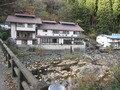 橋から見た光山荘