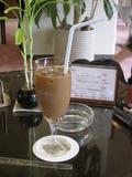 ラウンジのアイスコーヒー