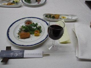 夕食開始時のテーブル