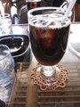 喫茶スペースでのアイスコーヒー