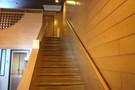 露天風呂付コテージのロフトへと続く階段