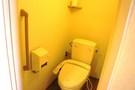 自動で電気がつくトイレ