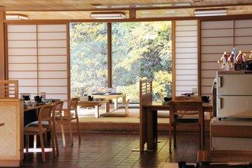 広々レストラン(お食事処)