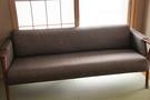 座りやすいそうなソファー