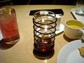 ティーラウンジ アトリウムのテーブルのランプ。