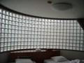 ベッドサイドのガラスブロック