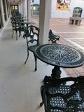 スペイン広場のテーブルと椅子
