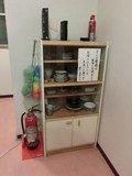 食器棚と無線LAN、消火器など