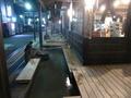 夜の温泉街 観光センターの足湯