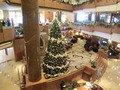 2階から見たロビーのクリスマスツリー