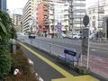 ホテル前のバス停「野毛坂」