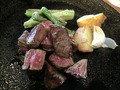 葉山牛のステーキのお皿のアップ