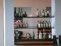 スカイラウンジ横の洋酒の飾棚