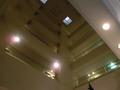 「八景」の入口の吹き抜けのアトリウムの屋根