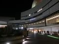 夜のホテル正面玄関の様子