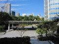 ホテルの公園・芝生広場へ