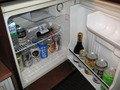 サイドテーブル下の冷蔵庫