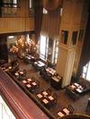 天井の高いレストラン