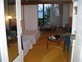 部屋は和洋室。畳の部屋が海側に。