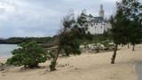 ドイツのお城を見ながら海で泳げます!