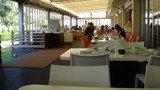 開放感のある明るいレストランです。