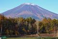 富士を背に