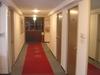 どこか懐かしい廊下のホテル