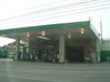 ホテル前にはガソリンスタンドあり
