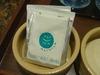 「日航アリビラ」ロゴ入りのお茶