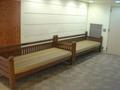 ロビーの長椅子